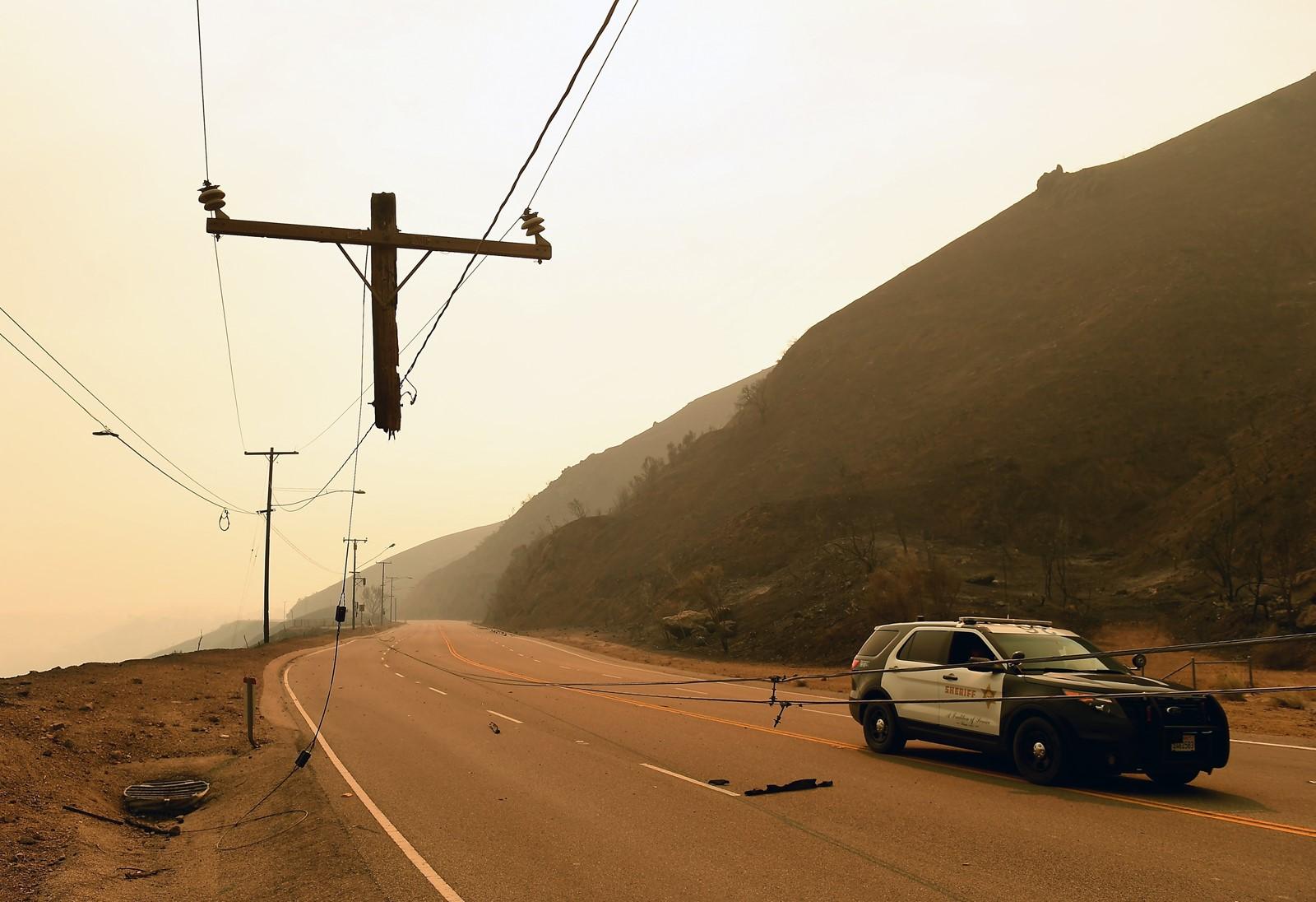 Print Edison, PG&E plunge as fires rage Investors hammer the