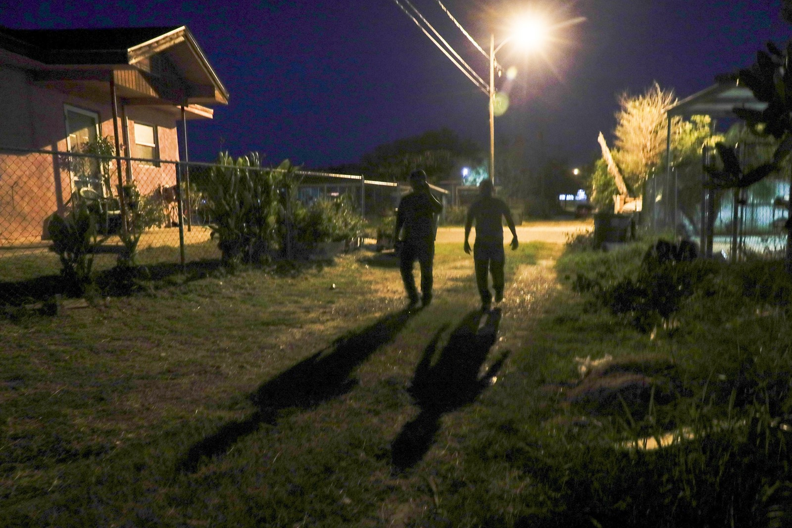 Immigrants look for a safe house in colonia De La Cruz, a riverfront neighborhood where strange figures pass at all hours. — Photograph: Robert Gauthier/Los Angeles Times.